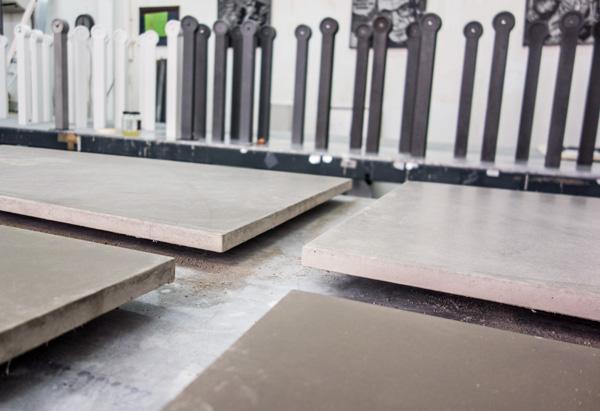 bordsur och betongbordet skärva